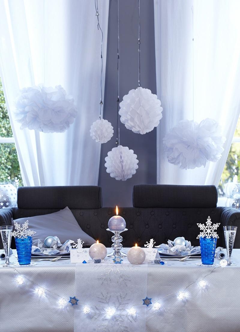 8 id es de d coration pour r ussir votre table de no l - Deco table noel bleu argent ...