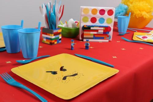 Table d'anniversaire sur le thème Légo