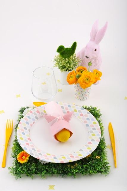 mise en scène table pâques pastel