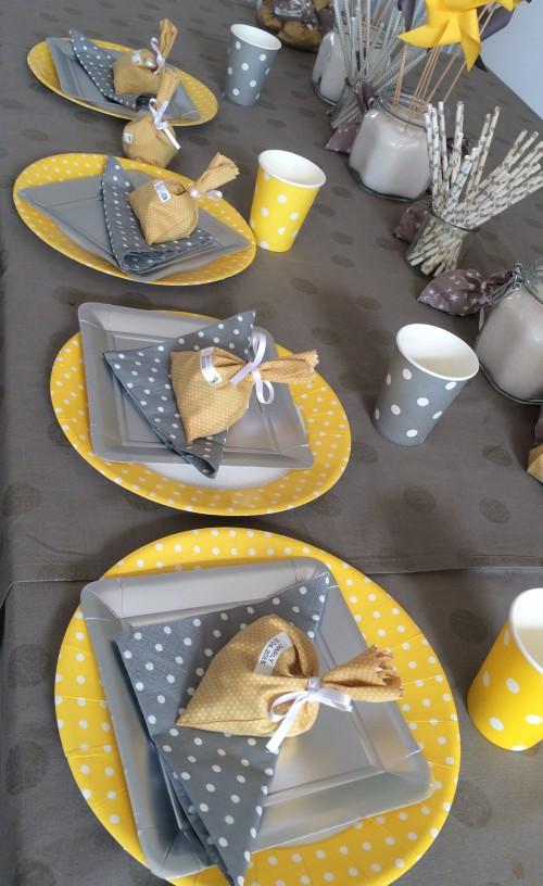 deco bapteme garcon jaune et gris. Black Bedroom Furniture Sets. Home Design Ideas