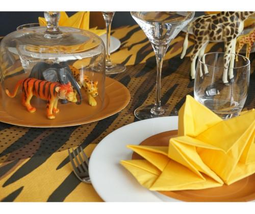 animaux sous cloche table safari
