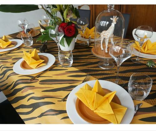 Table d'anniversaire safari