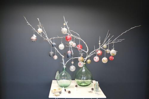 Diy calendrier de l 39 avent serviettage sur des boules en plastique mesa bella blog - Arbre de l avent ...