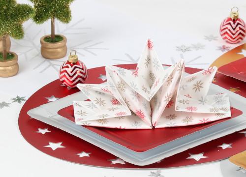 serviette prépliée de Noël par mesa bella, motif flocon de neige