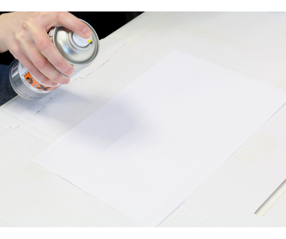 Etape 3 : bombez le verso de la feuille que vous venez d'imprimervenez
