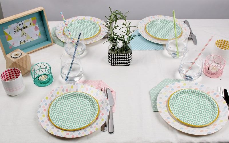 table graphique, assiette en carton et serviette en papier Mesa Bella
