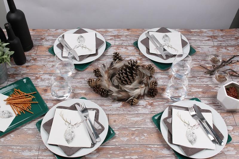 Table campagnarde avec serviettes et vaisselles Mesa Bella