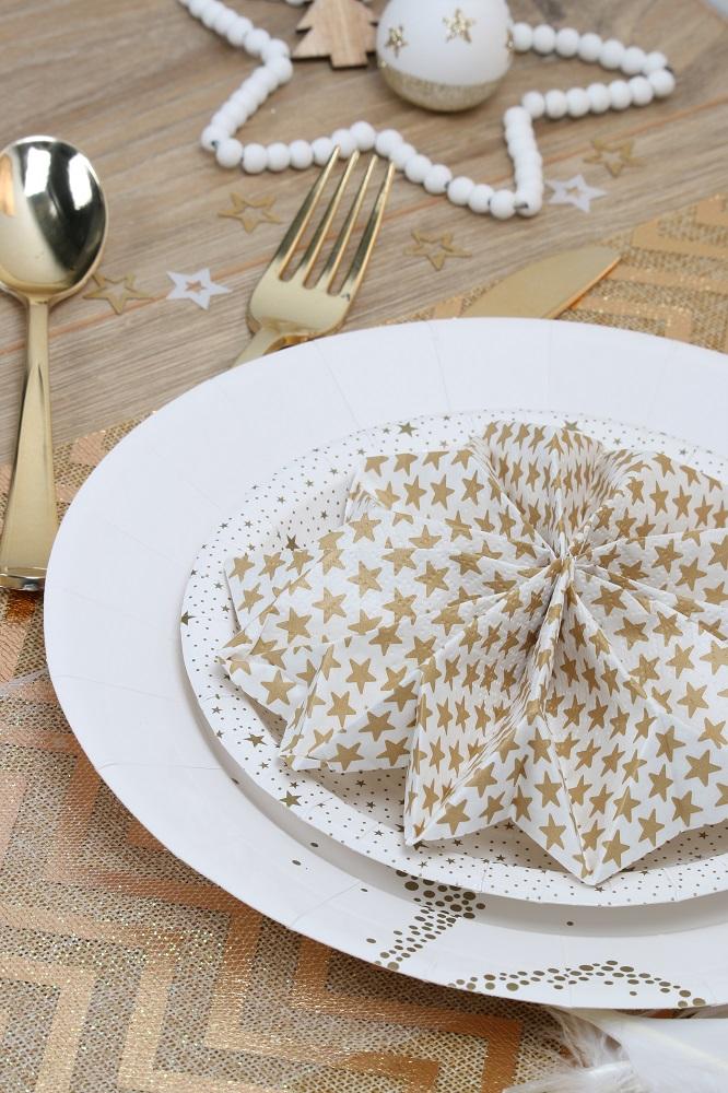 pliage de serviette flocon ou étoile couleur or et blanc