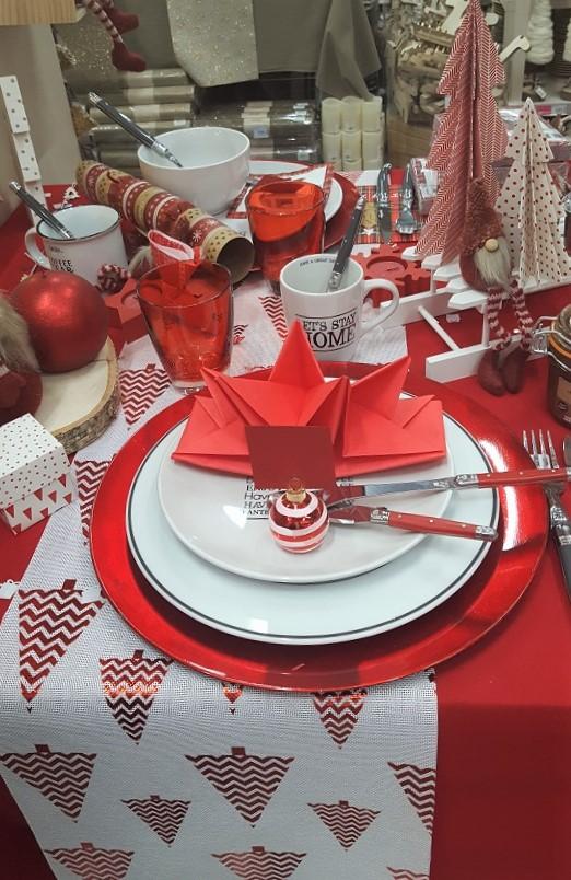 chemin-de-table-lin sapin-rouge Mesa Bella