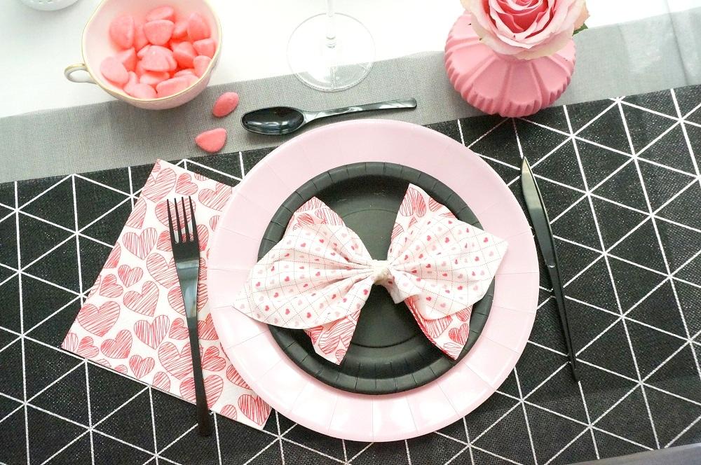 Couleurs Rose et Noir pour la table de saint Valentin