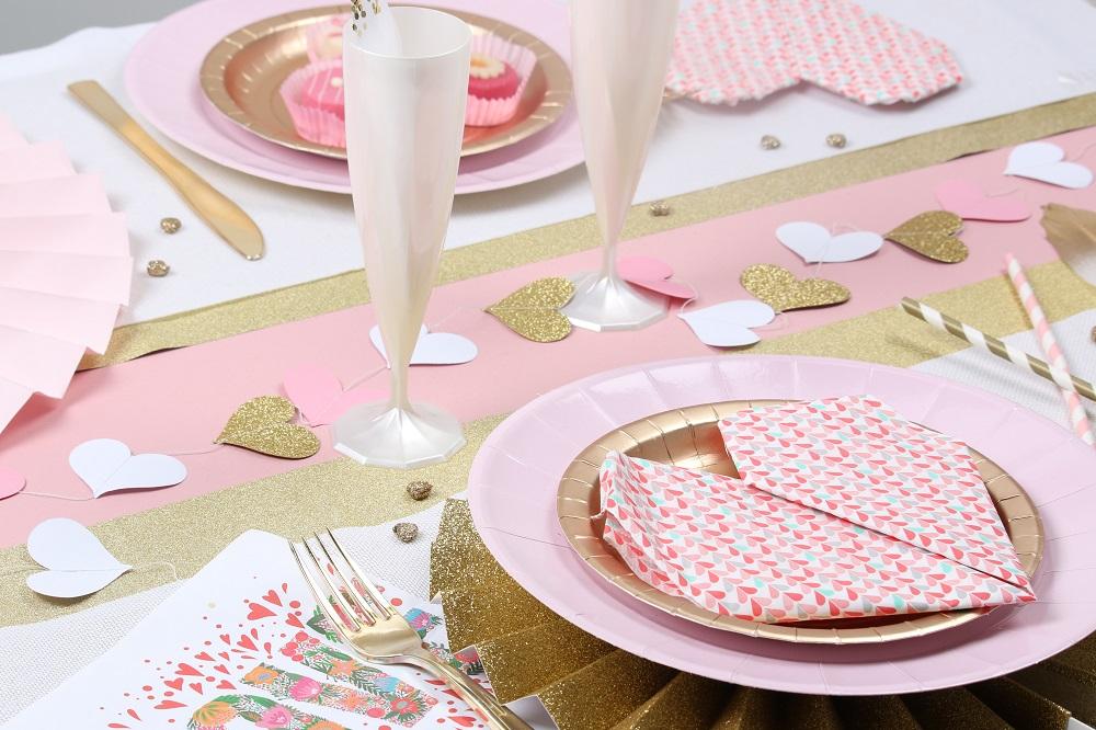 Table de saint valentin rose et or