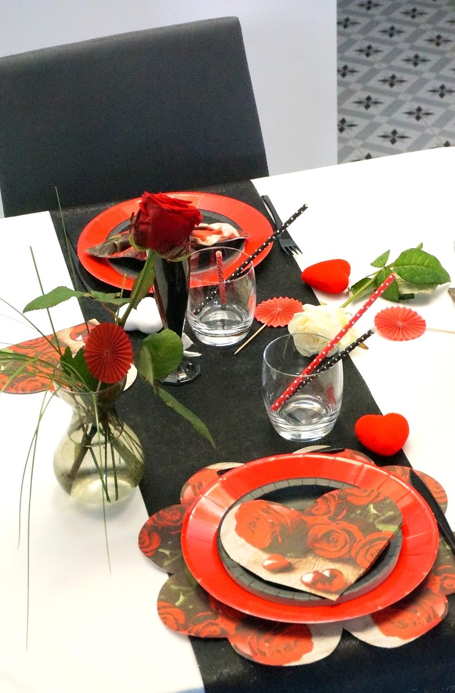 Un tête à tête en rouge et noir pour une saint Valentin classique et chic