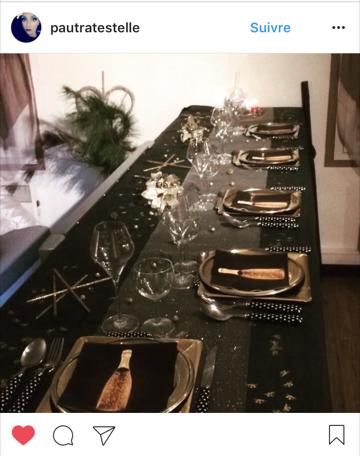 table-réveillon avec-serviette-champagne