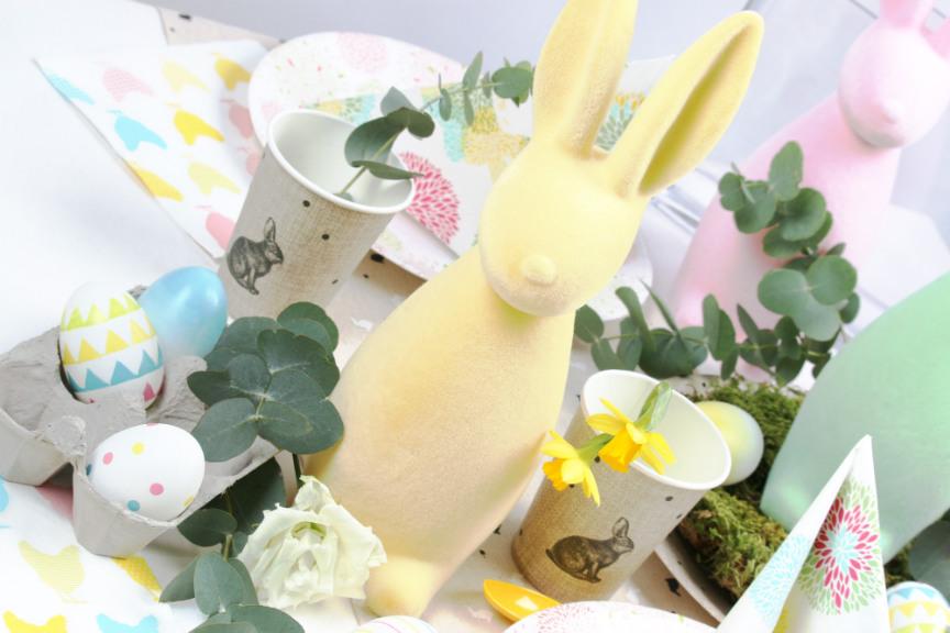 grand lapin de Pâques pastel jaune