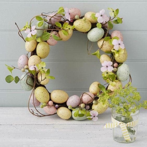 couronne de Pâques oeufs pastel