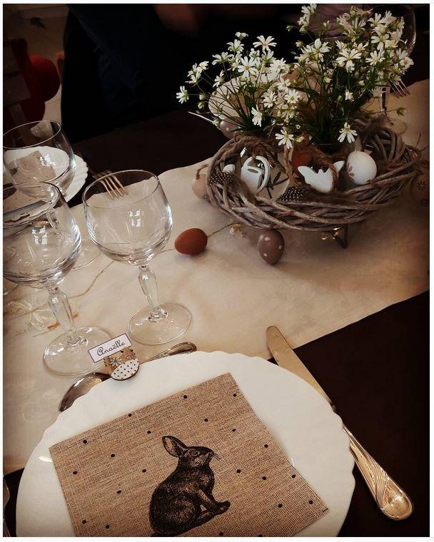 Douce nostalgie de Pâques avec cette serviette en papier imitation lin