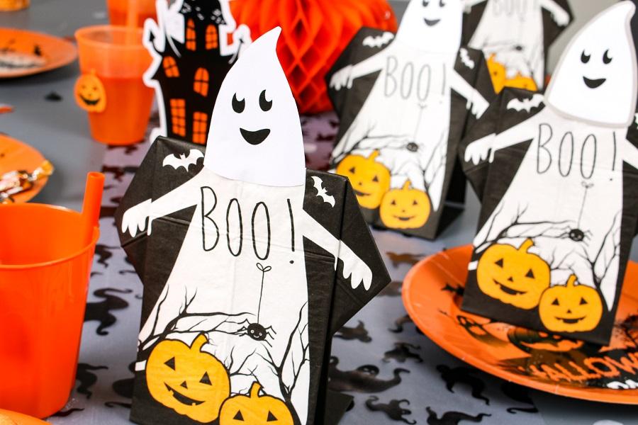 serviette prepliée halloween forme de fantôme