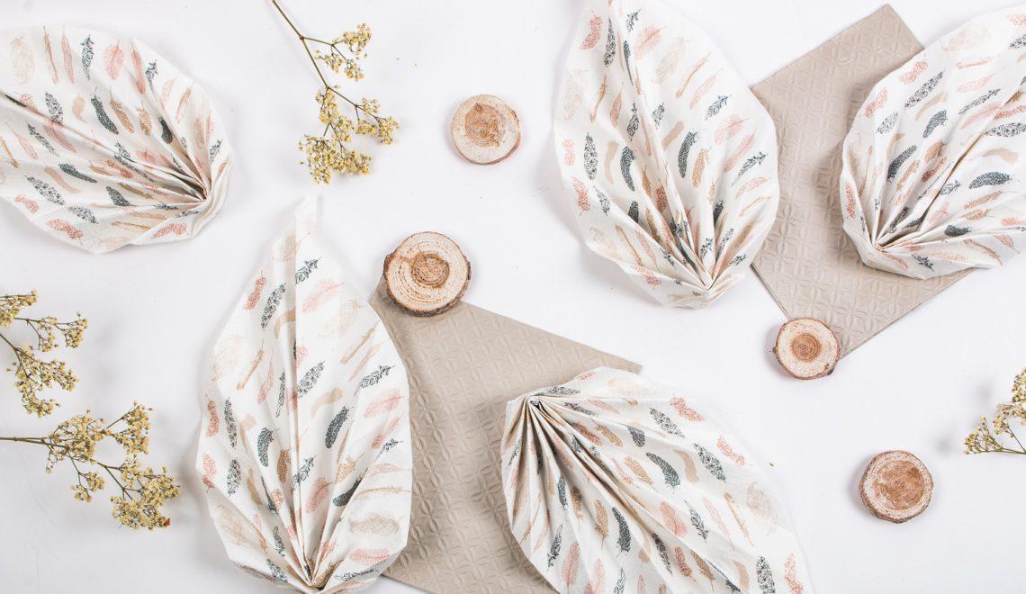 Tuto pliage de serviette pour le r veillon de l 39 an mesa bella blog - Pliage serviette forme feuille ...