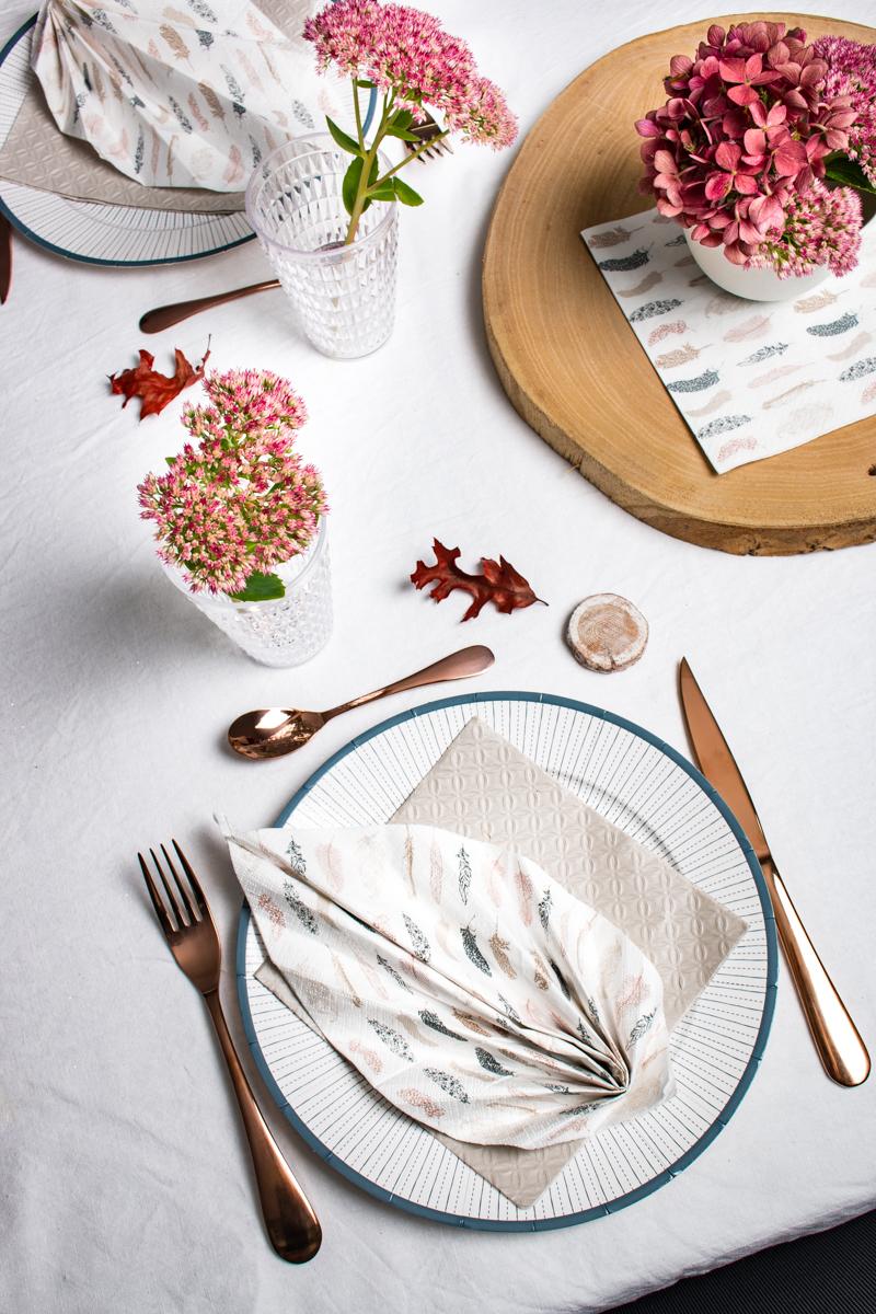 table dressée sur le thème de l'automne