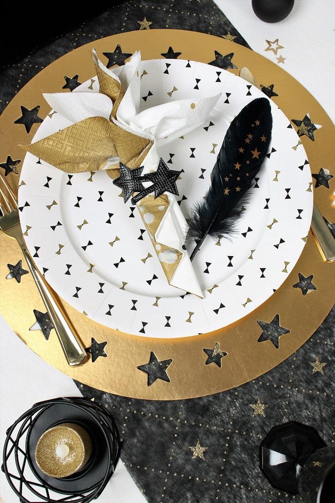 motif noeud papillon pour le reveillon de la saint sylveste sur le theme cabaret