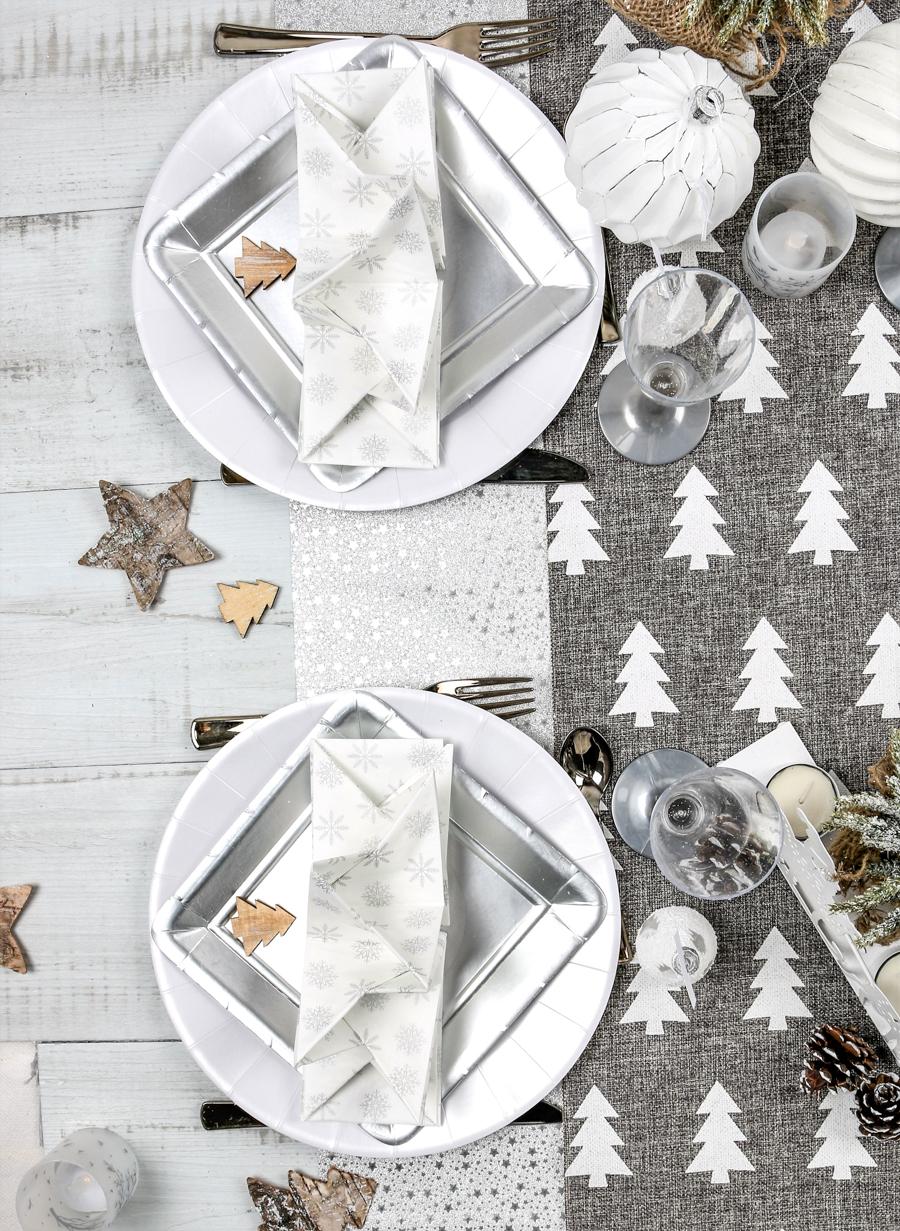 thème blanc et nature sur la table de Noël