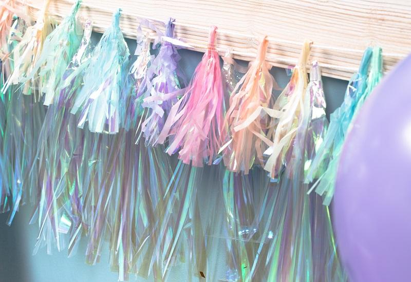 guirlande iridescente pour table anniversaire sirène