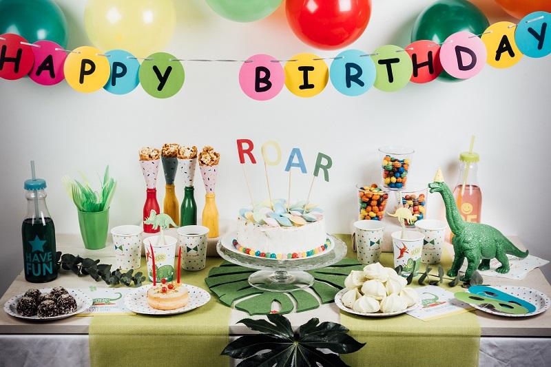 Sweet table dinosaure pour un anniversaire ROOAAAR