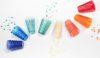 Confettis et verres à facettes multicolores - Mesa Bella