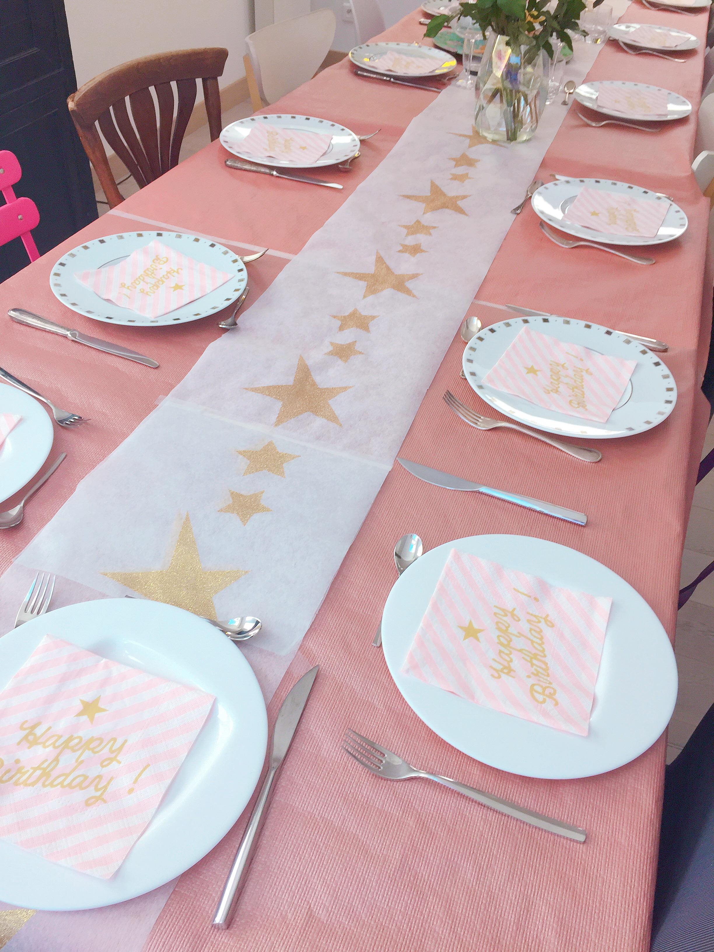 repas anniversaire nappe en papier teinte cuivre