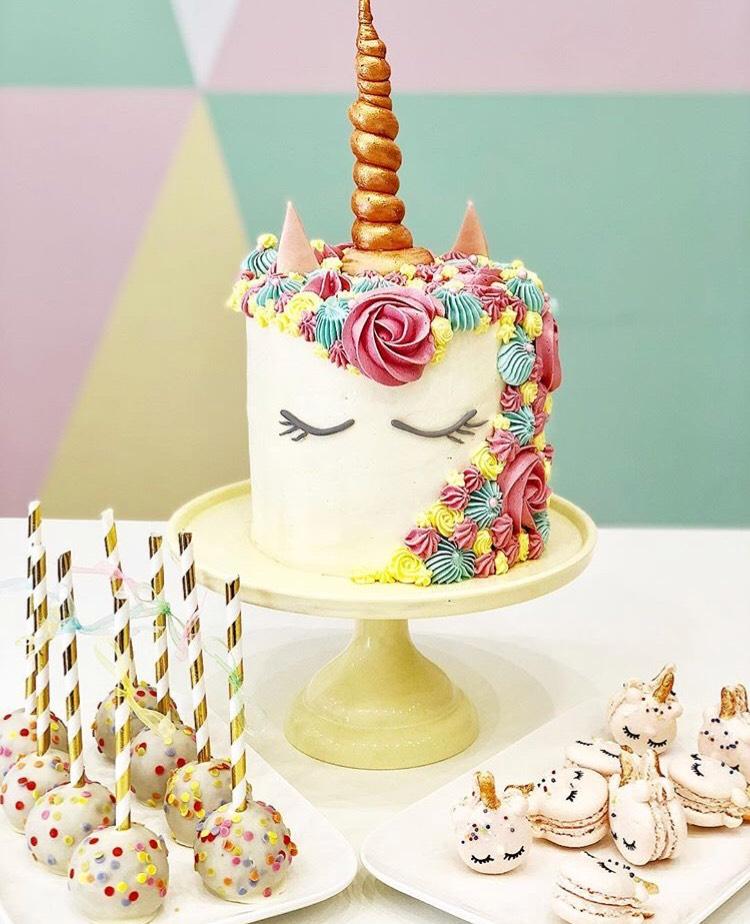 CAKE DESIGN Licorne Mademoiselle Pâtisse