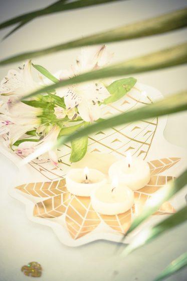 assiette en carton en forme d'ananas couleur or