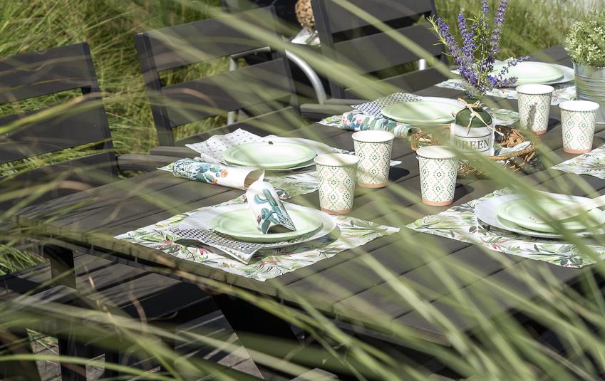 table brunch avec vaisselle compostable