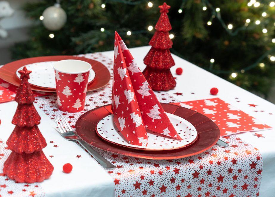 table de Noël rouge traditionnel