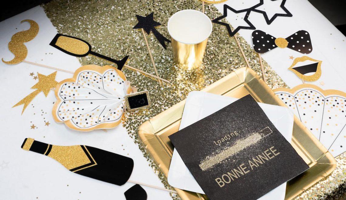 table de réveillon or et noir paillettes