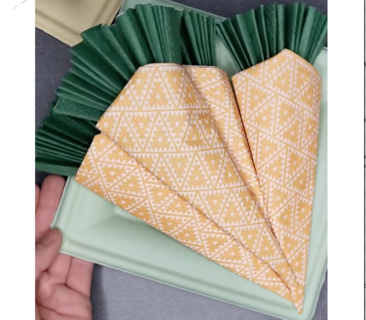 DIY pliage de serviette Pâques