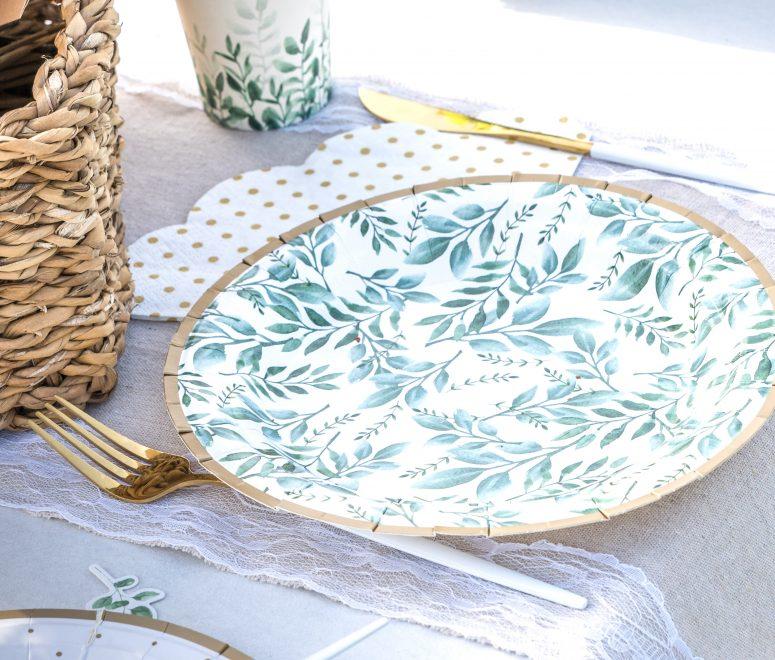assiette motif vegetal et liseré or